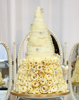 Diamante White Chocolate Swirled Wedding Cake (Price code C)