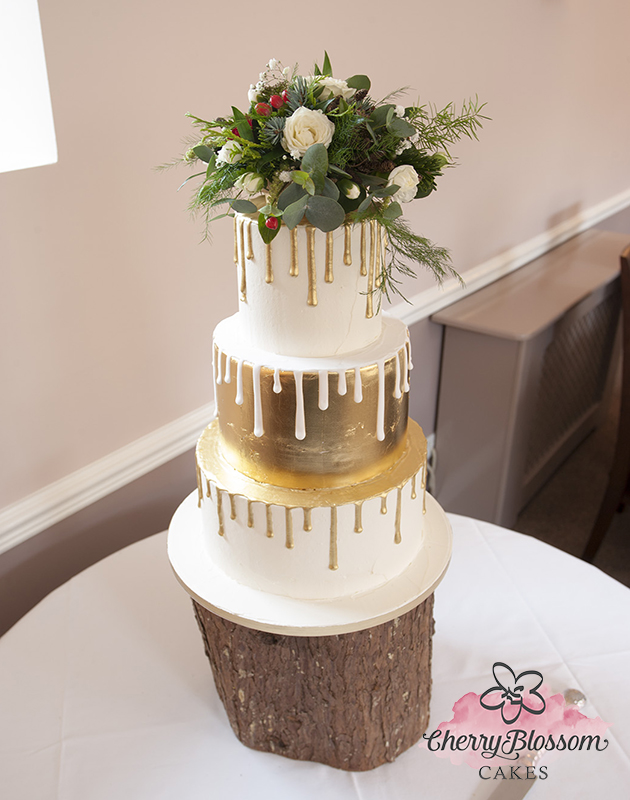 Gold Leaf Drip Wedding Cake (Price code A)